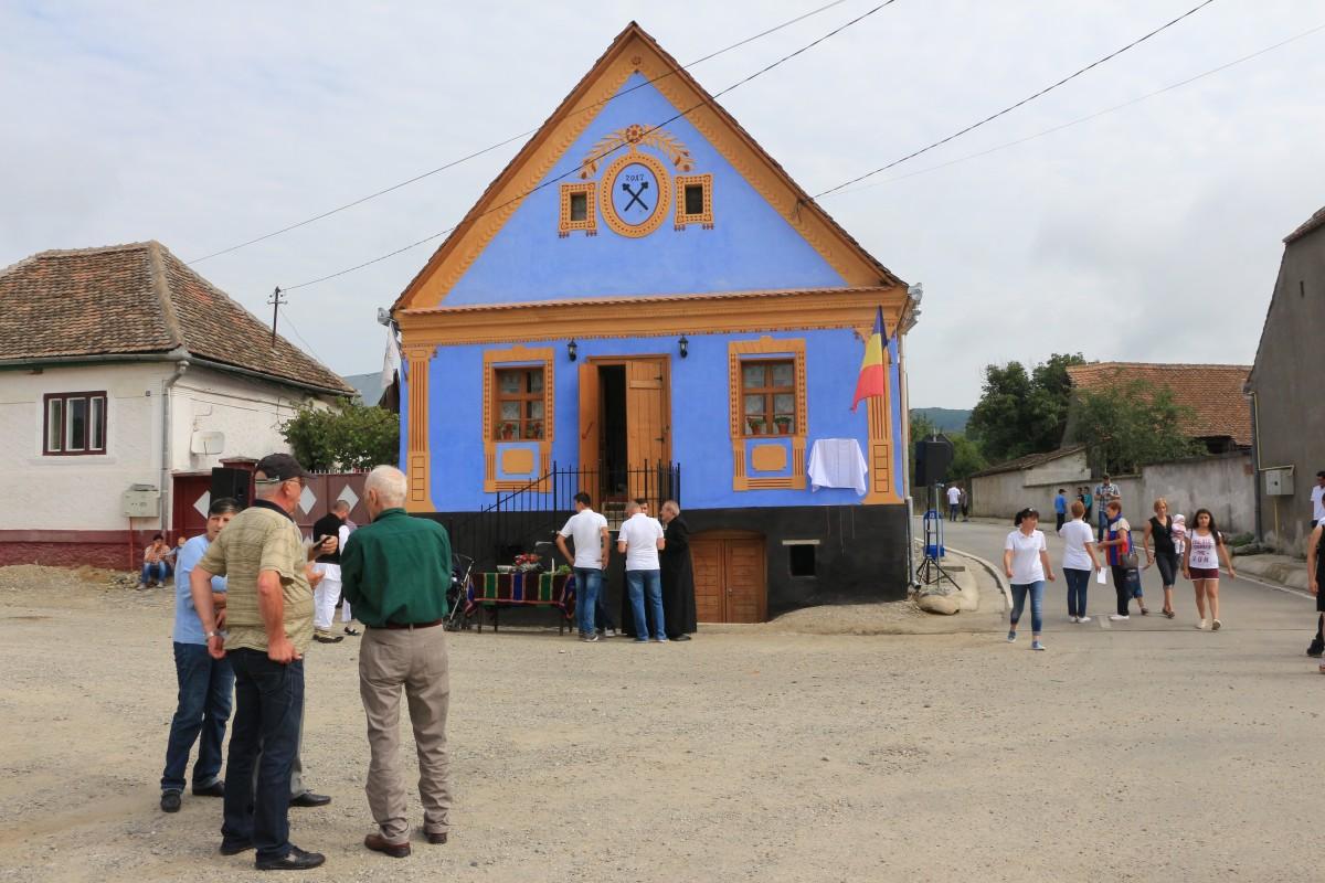 FOTO La Săcădate, vizitatorii se întorc în timp, prin casa albastră