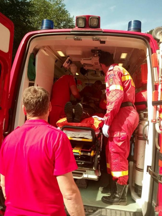 Salvamontiștii au ajutat un echipaj SMURD să ajungă la un cioban rănit