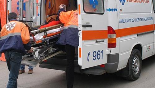 Accident pe Teclu. A intrat într-o mașină parcată pe marginea drumului