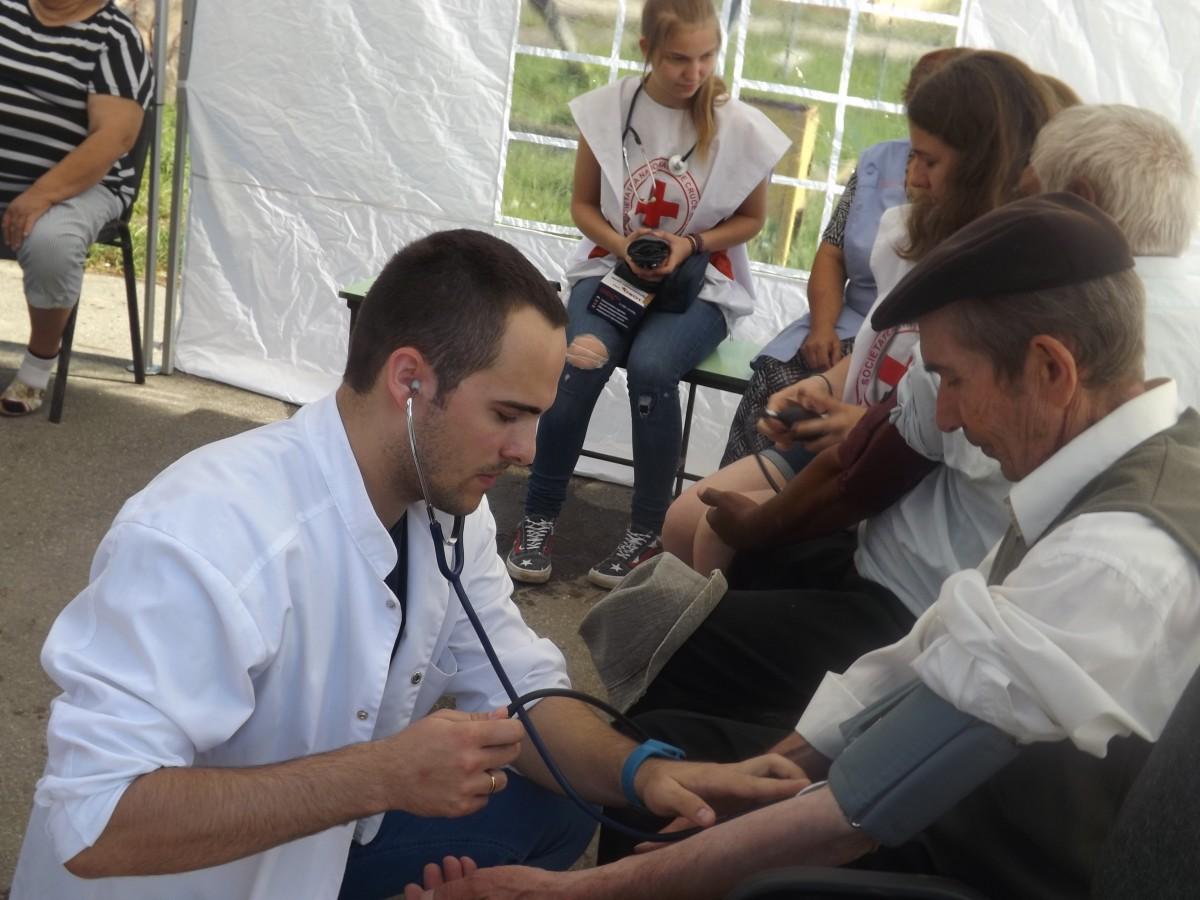 Ce nu face statul, face Biserica. Cum preoții din Sibiu oferă servicii medicale în satele fără medici