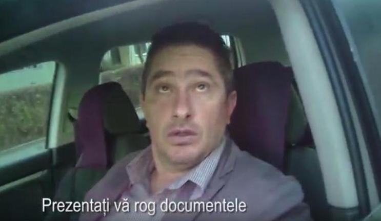 """Ofiţer din IPJ, filmat când lua amendă: """"Te f… pe tine şefu'!"""""""