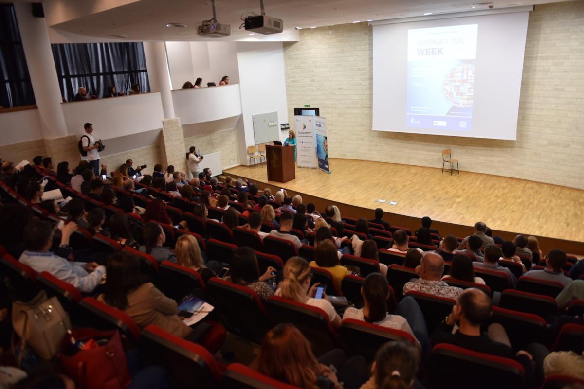 """VIDEO Peste 130 de participanți din 20 de țări participă la """"Sibiu, capitală universitară europeană"""""""