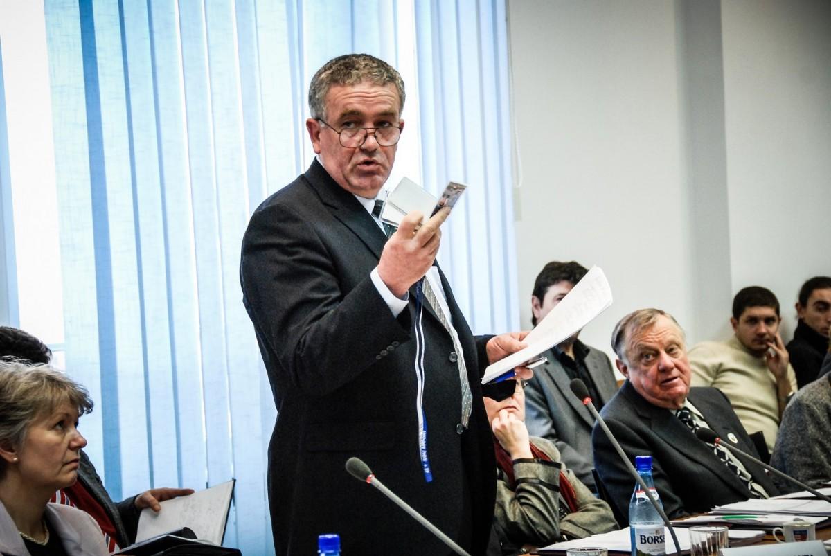 După ce și-a recuperat salariul din buzunarul consilierilor, fostul director al Aeroportului le cere și banii de pensie