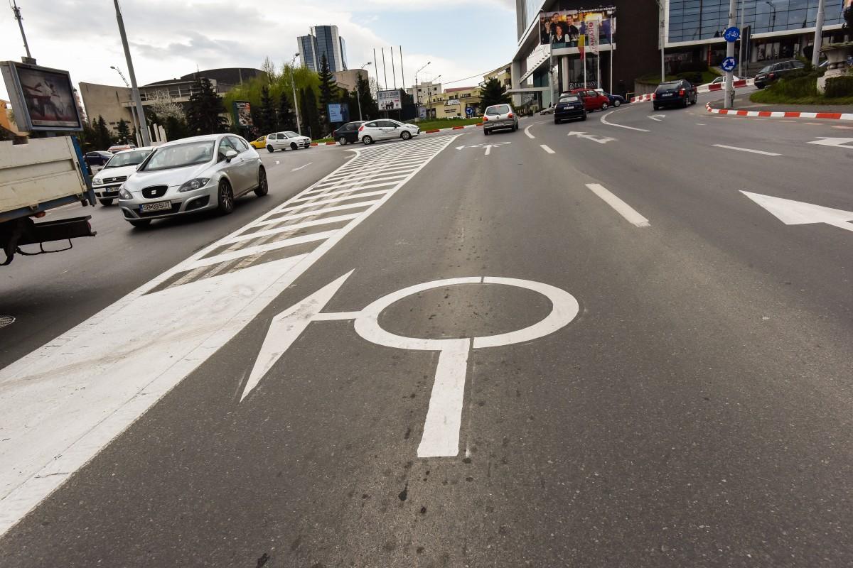 Ce spune Poliția despre noile marcaje premergătoare sensurilor giratorii. Cum se circulă corect?