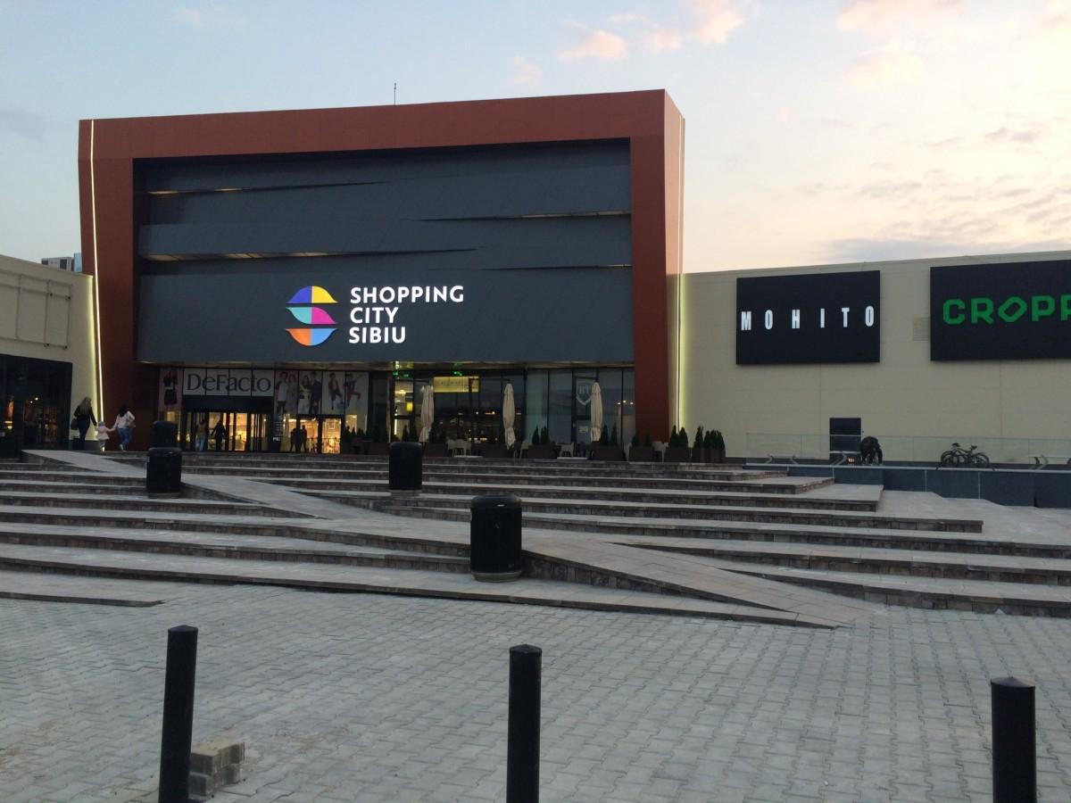 Începând de joi sibienii au mall cu etaj. Se termină lucrările la Shopping City