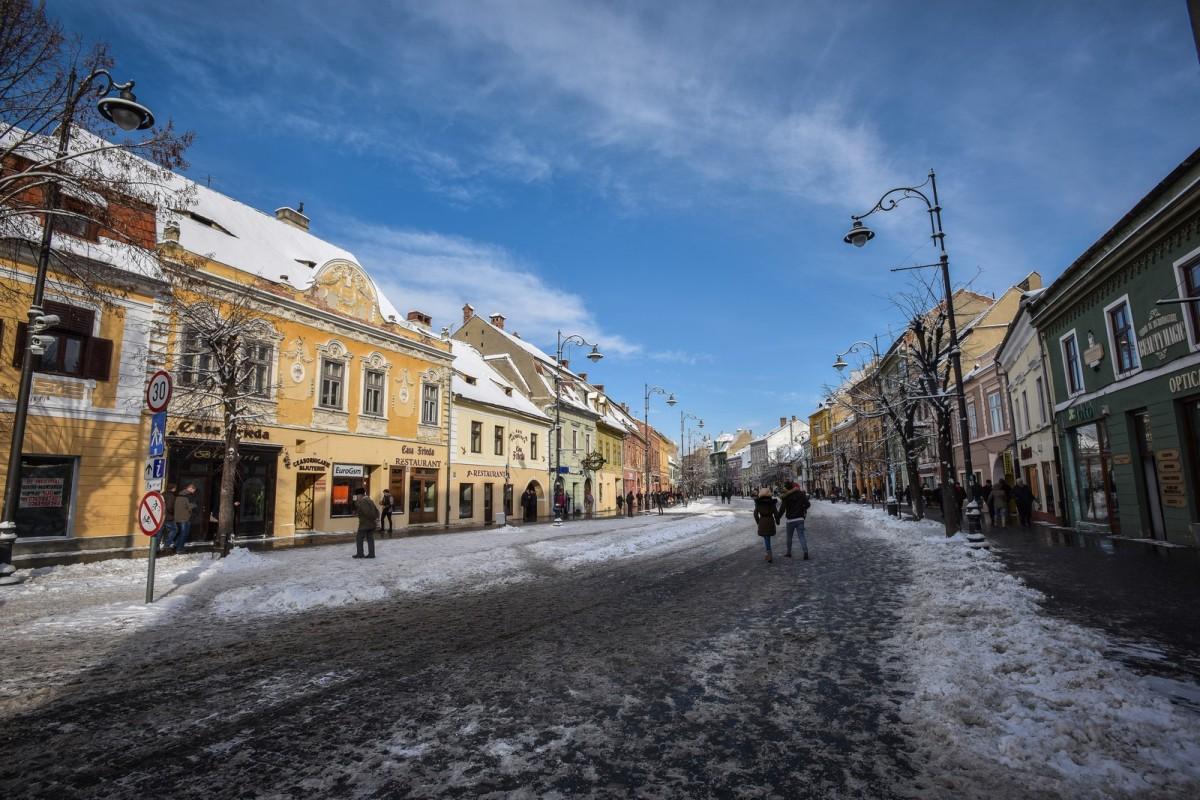 Echipaj ISU chemat pentru deblocarea unei uși pe Bălcescu