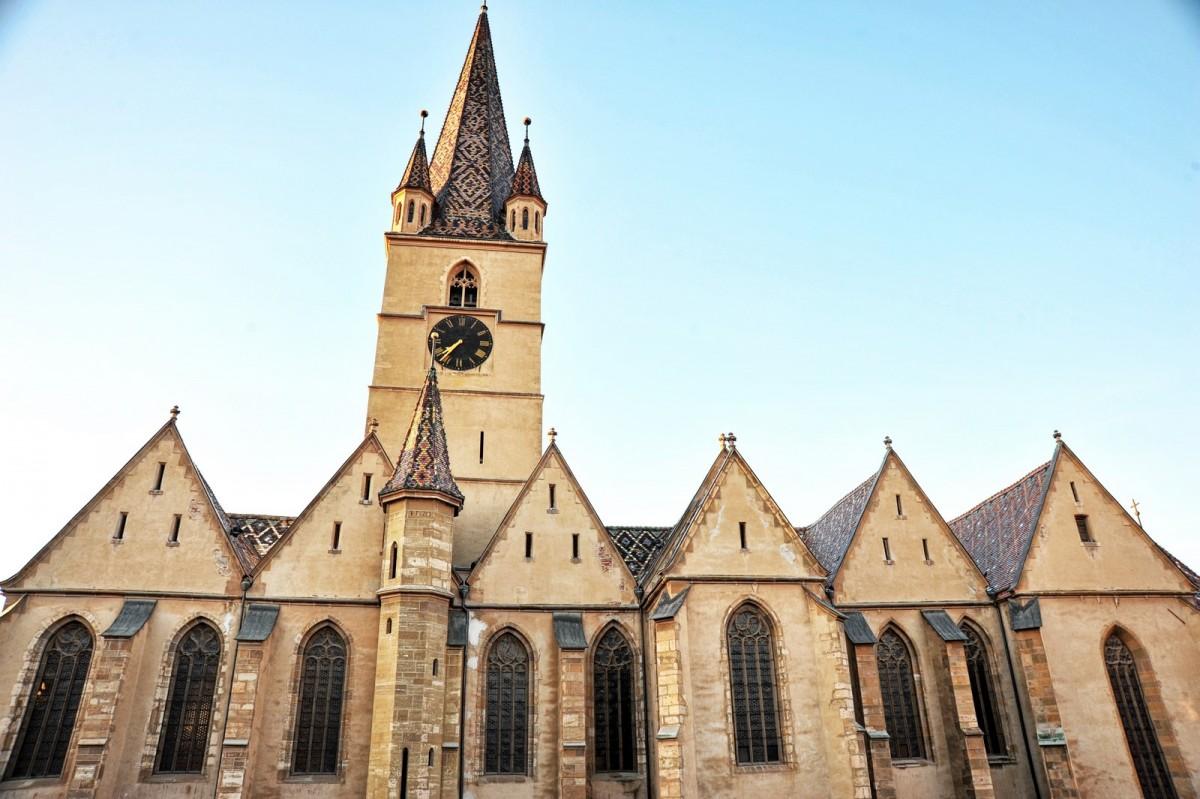 Peste 100 de artiști vor cânta la Biserica Evanghelică într-o producție a Filarmonicii
