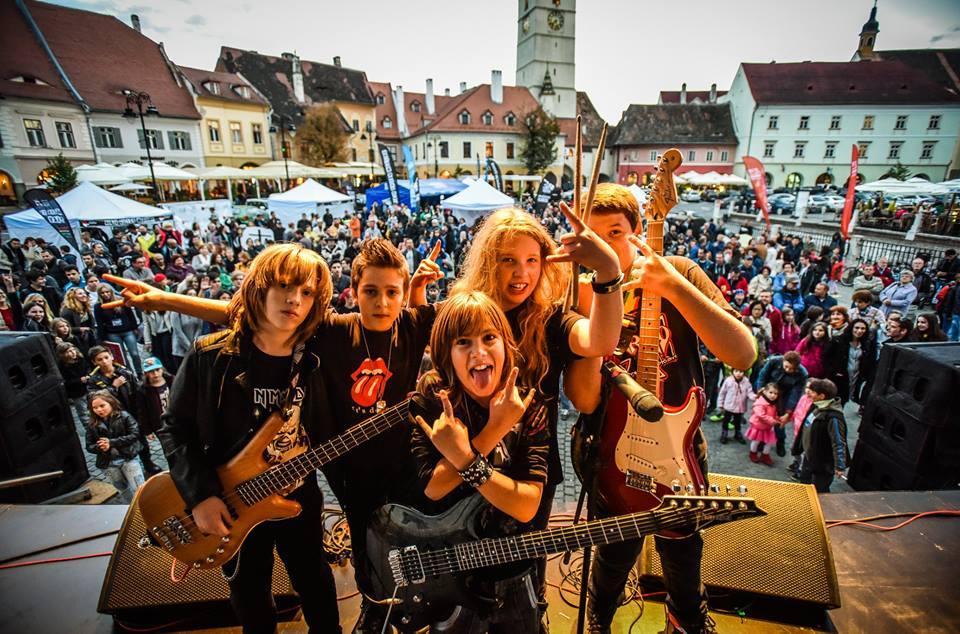 Peste 300 de chitariști vor cântaîmpreună. Vineri începe Sibiu Guitar Meeting