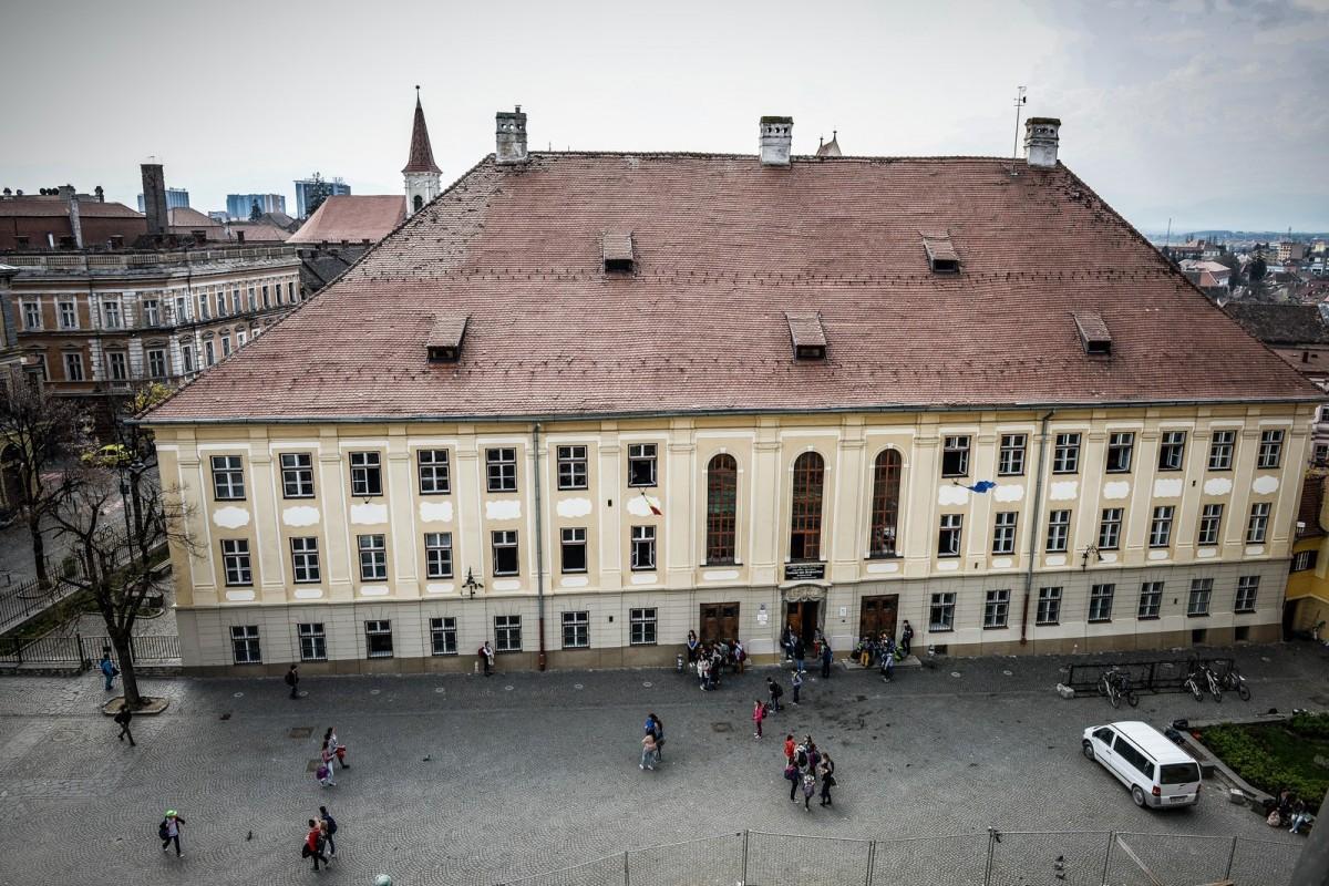 """Colegiul """"Samuel von Brukenthal"""" are un nou regulament de admitere. Unul care dăemoții părinților"""