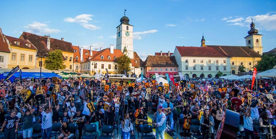 Peste 400 de chitariști din toată țara sunt așteptați începând de mâine la Sibiu Guitar Meeting 2018 (P)