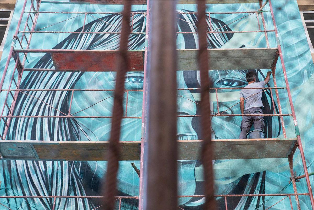 """Street Art 2019: 18 artiști transformă 12 pereți anoști dinSibiu în """"tablouri vii"""""""