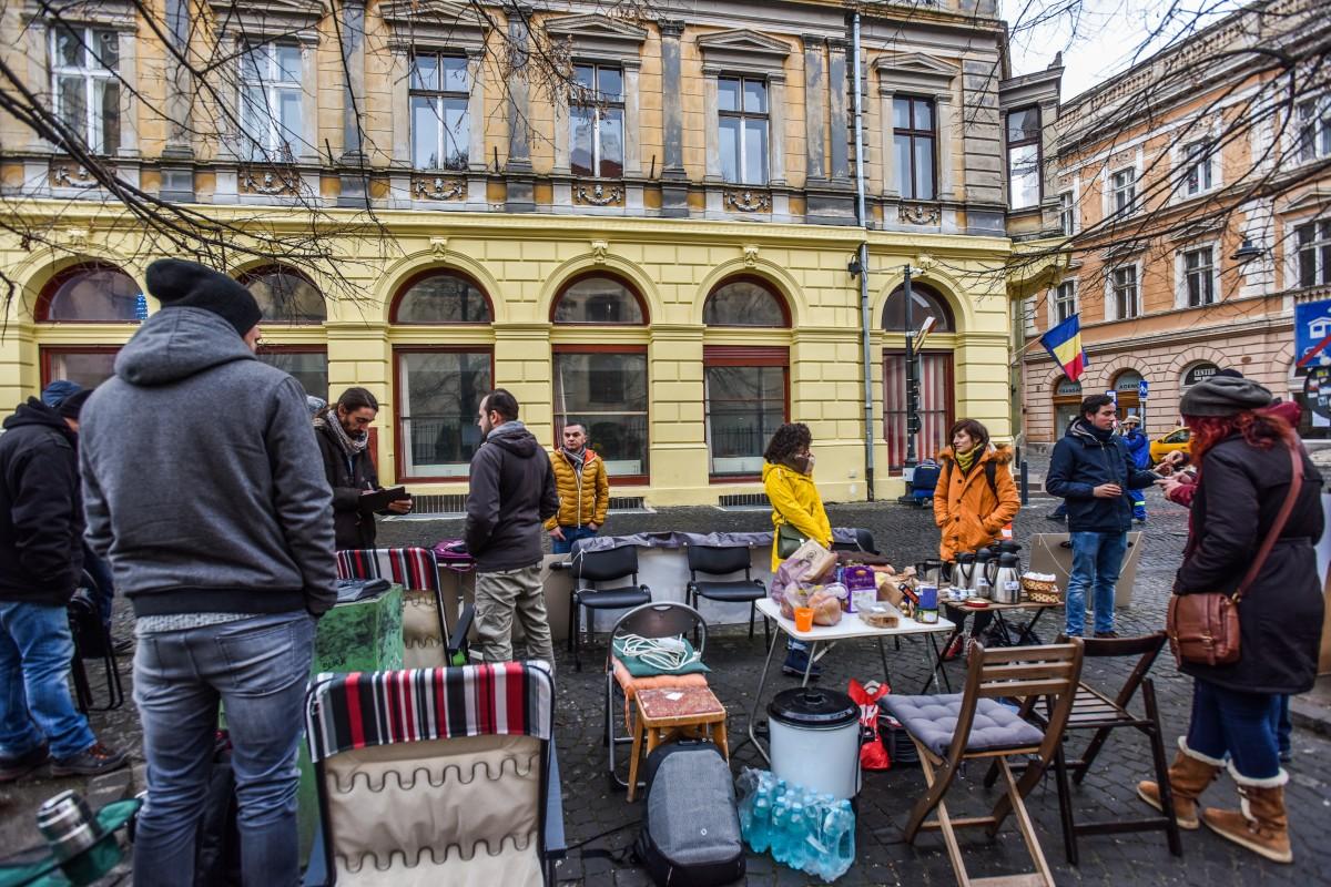 """Sub """"asediul"""" protestatarilor, PSD Sibiu organizează un concurs de pictură pentru copii"""