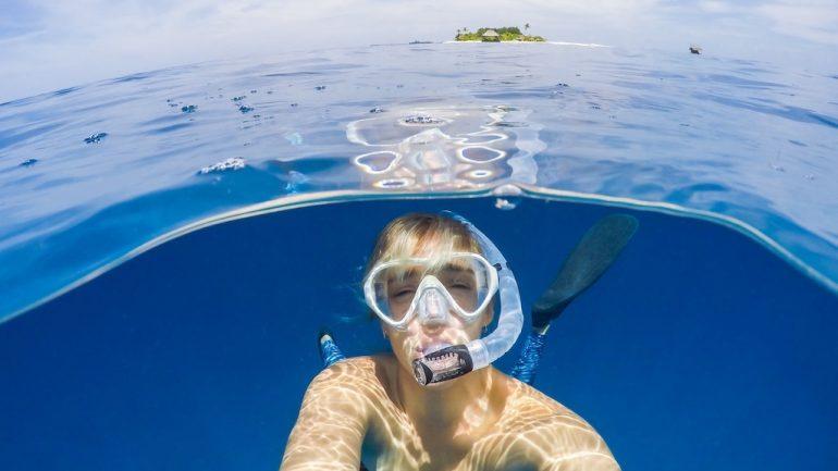 Snorkeling și scuba diving gratuit pe litoralul românesc. Trebuie doar adunate gunoaiele