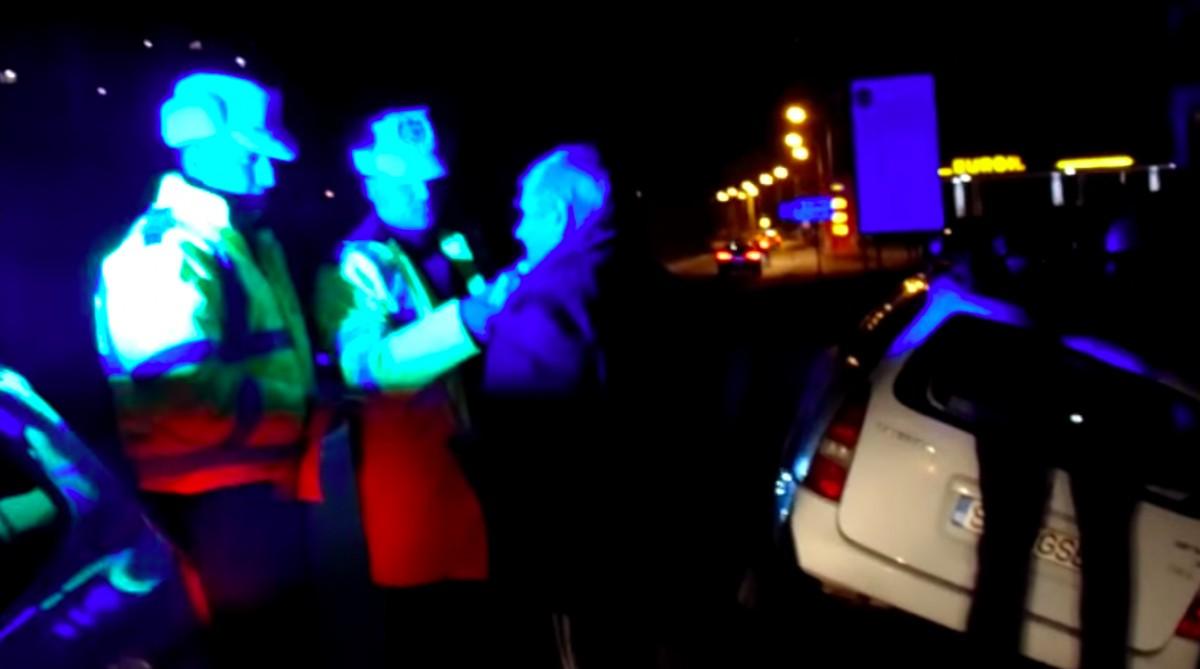 VIDEO-Sibian beat prins de două ori pe Calea Cisnădiei. S-a întors după mașină și a intrat în șanț
