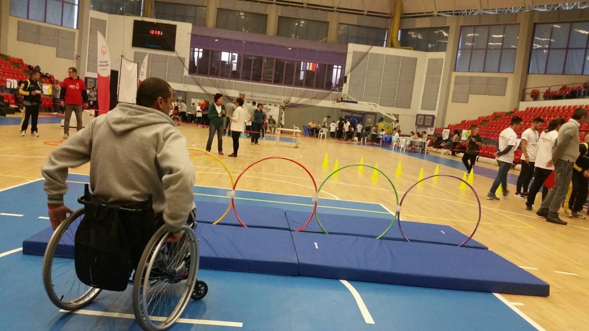 120 de persoane cu dizabilități se întrec,miercuri, la sport
