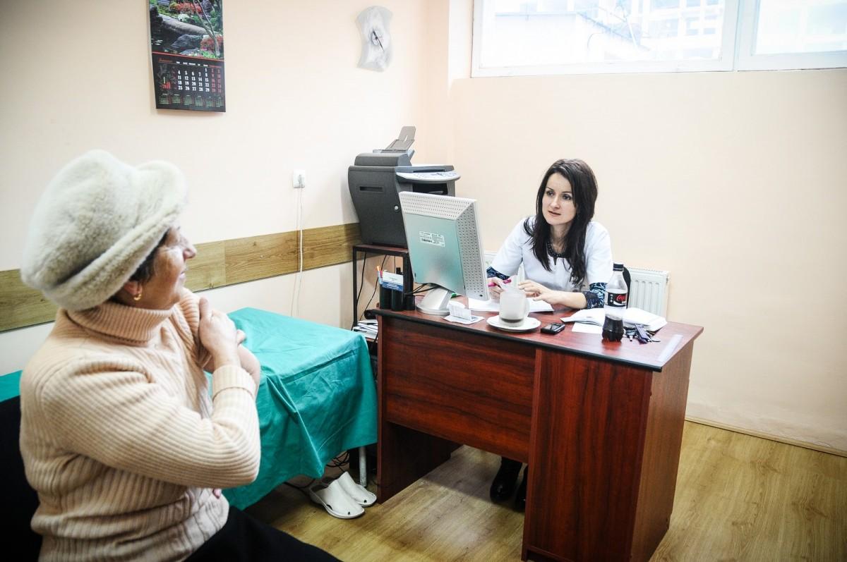 Medicii de familie vor acorda luni numai consultații fără card