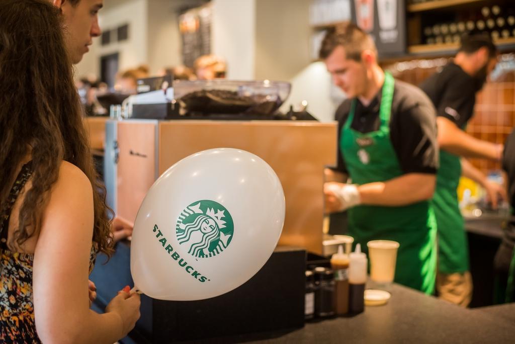 Starbucks deschide în Piața Mare în 8 decembrie