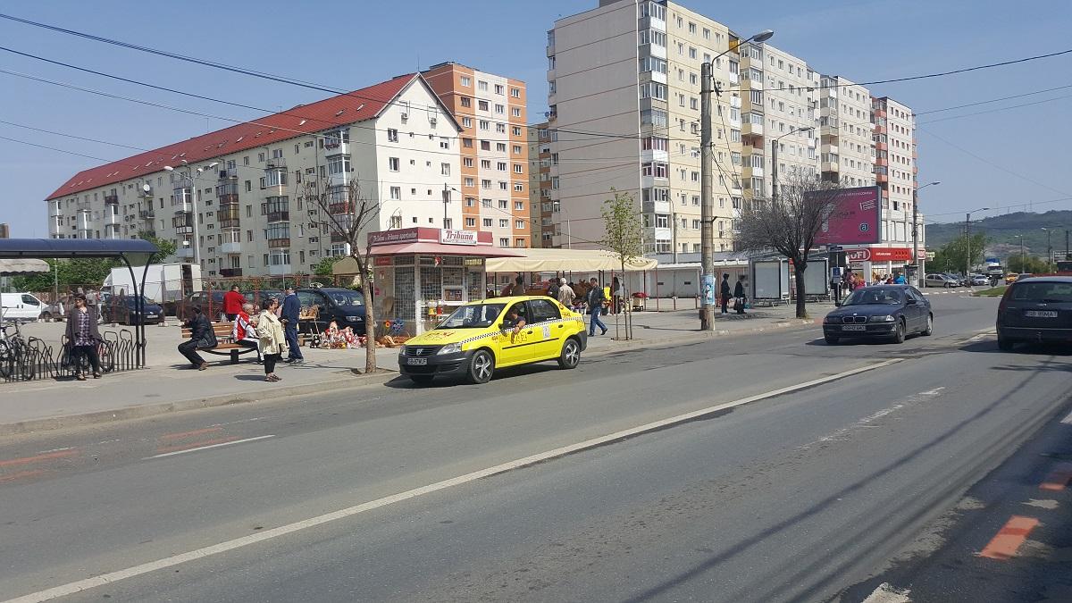 """""""Umbra lui Dorel"""" pe Semaforului: copertine pentru călători, la 30 de m de stația de autobuz"""