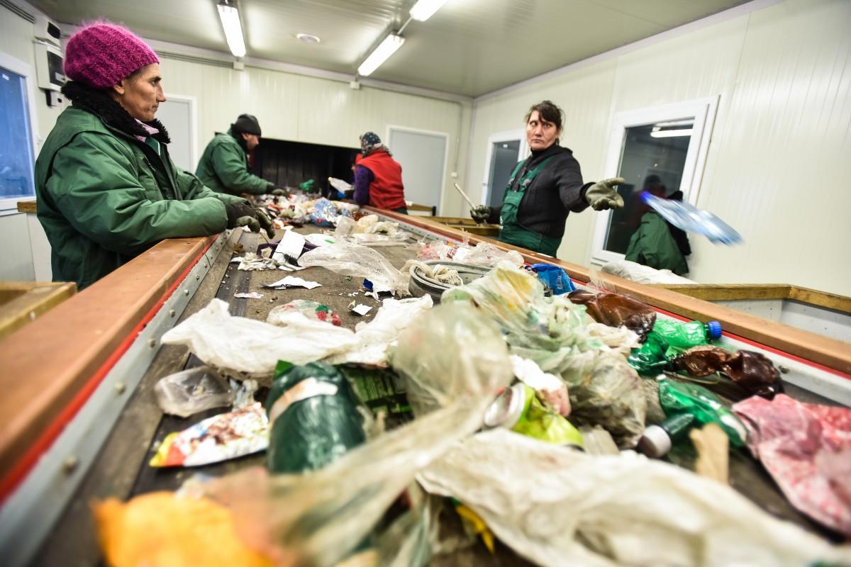 12.500 de tone de deșeuri în joc. Colectarea selectivă începe să se facă și în saci