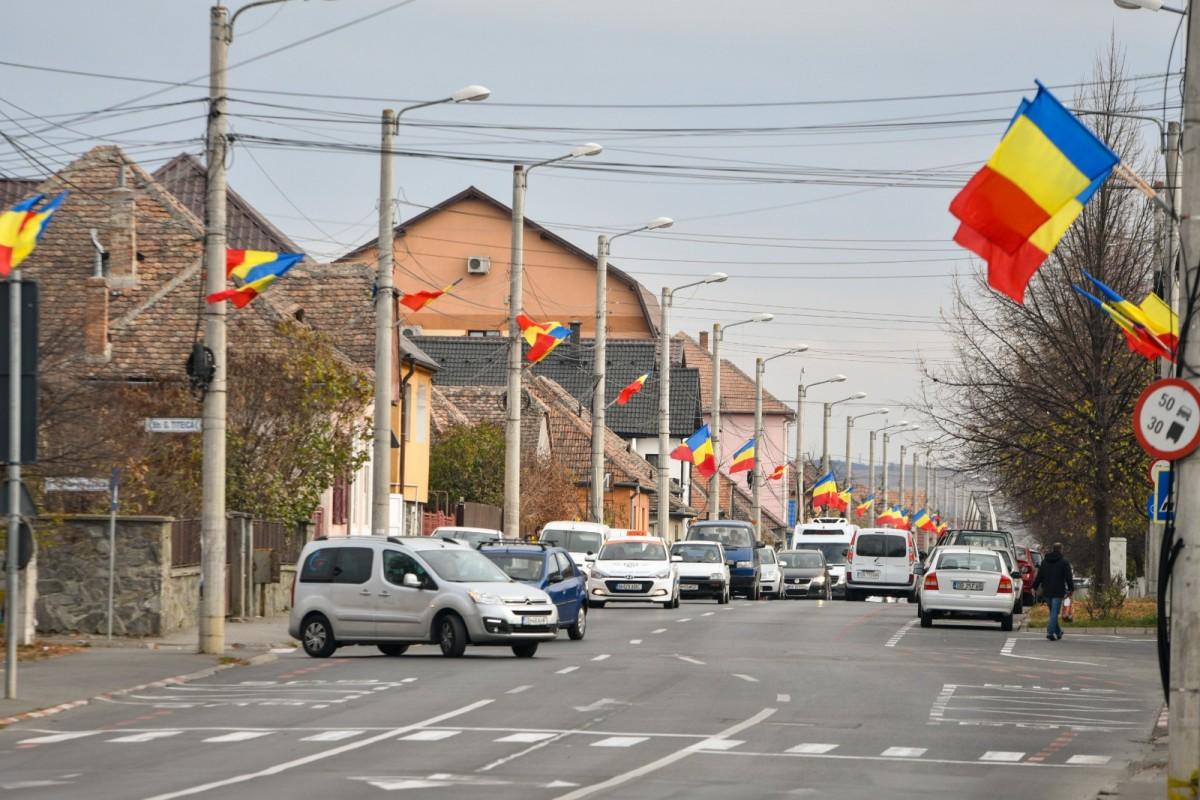 5000 de steaguri tricolore arborate de Ziua Națională în Sibiu pentru Anul Centenarului (CP)