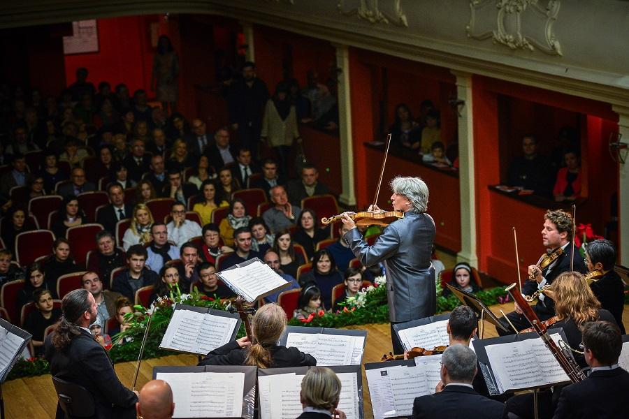 """Se pun în vânzare biletele pentru Concertul de Crăciun """"Johann Strauss Ensemble"""""""