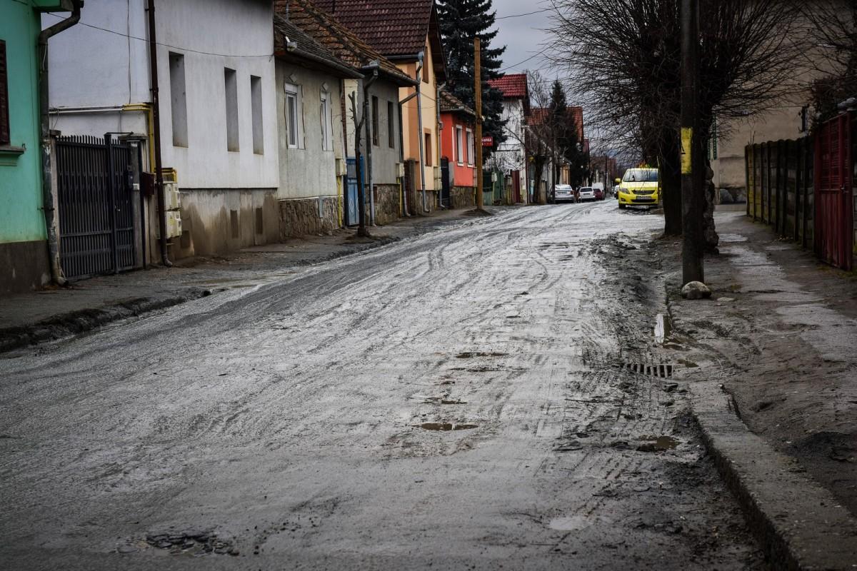 Primele zece străzi de pământ care se închid pentru asfaltare