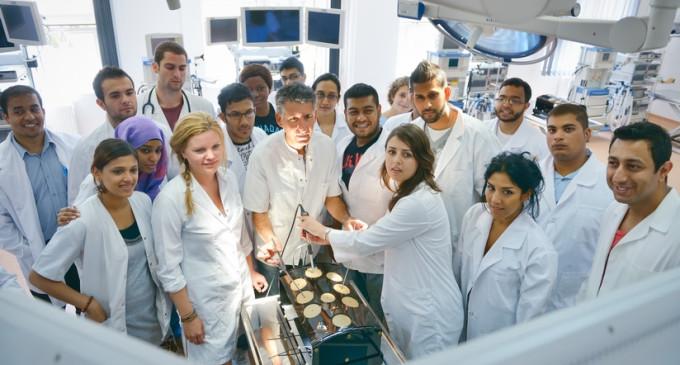 Ori bursă, ori nu mai pleci din țară! Studenții la Medicină din Sibiu sunt foarte nemulțumiți