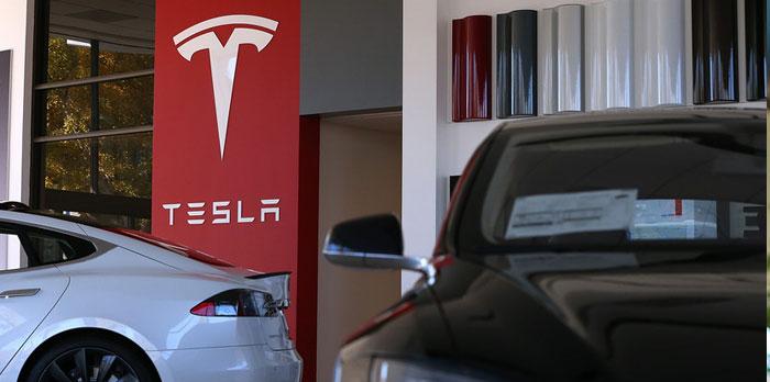 """Programul """"Rabla Plus"""" ignoră Tesla. """"There are no Tesla dealers"""""""