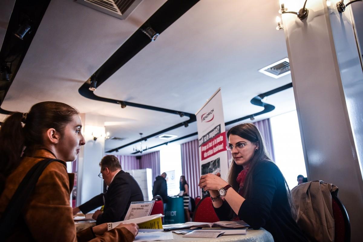 Peste 50 de firme, companii și instituții participă vineri la Bursa generală a locurilor de muncă