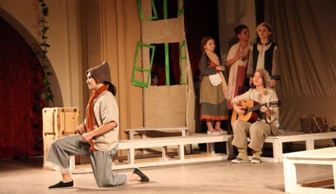 O inițiativă public-privată pentru introducerea teatrului în școli se discută la Sibiu