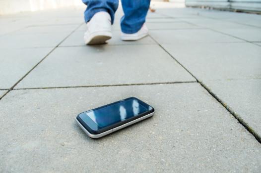 Un rucsac și un telefon mobil au fost găsite în Sibiu. Proprietarii sunt așteptați la Poliție pentru a le recupera