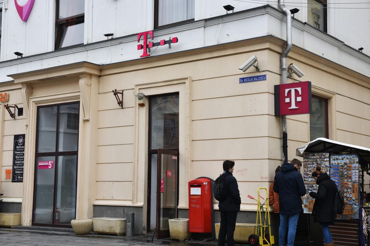 Protestul angajaților Telekom. Zeci de sibieniriscă să fie dați afară