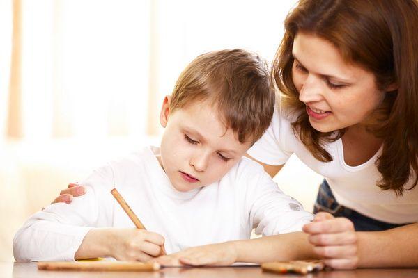 """Reacții pe subiectul temele pentru acasă. """"Domnul ministru ar trebui să reglementeze programele școlare stufoase, nu temele pentru acasă"""""""
