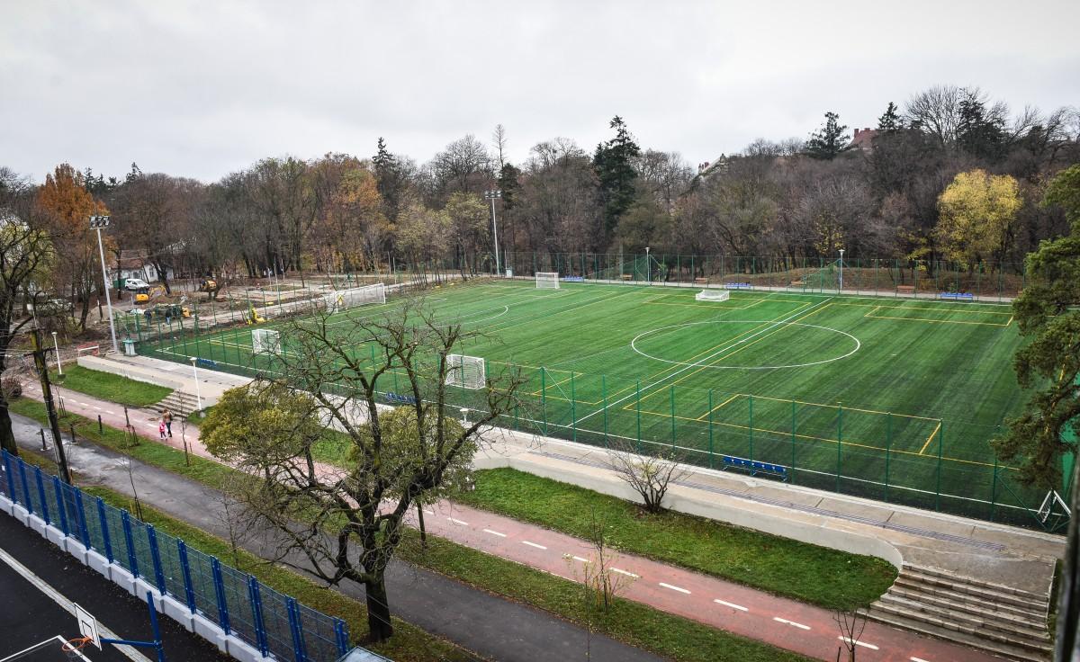 GALERIE FOTO – Terenurile de fotbal din Parcul Sub Arini sunt aproape gata