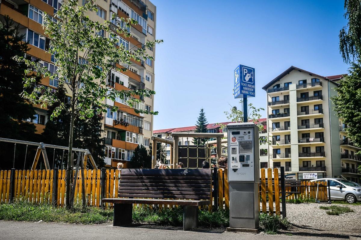 """Parcările au """"devenit"""" cu plată și pe Mihai Viteazu și în zona Poliției"""