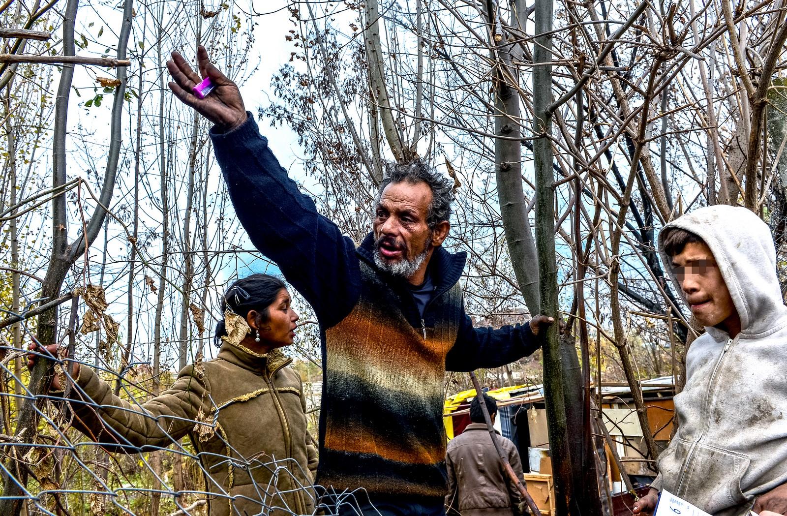 FOTO – VIDEO Tabără ilegală de romi la doar cinci minute de Piața Mare