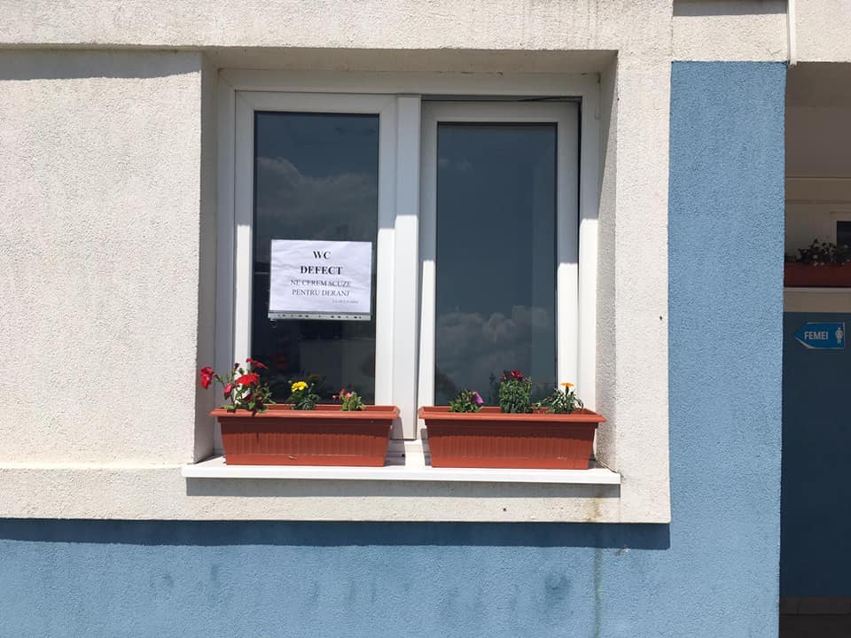 Spațiile de servicii de pe Autostrada Sibiu-Sebeș rămân fără toalete pentru câteva zile