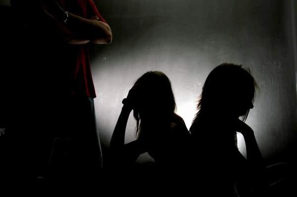 """""""Poveşti din casa mea"""", despre prevenirea traficului de persoane"""