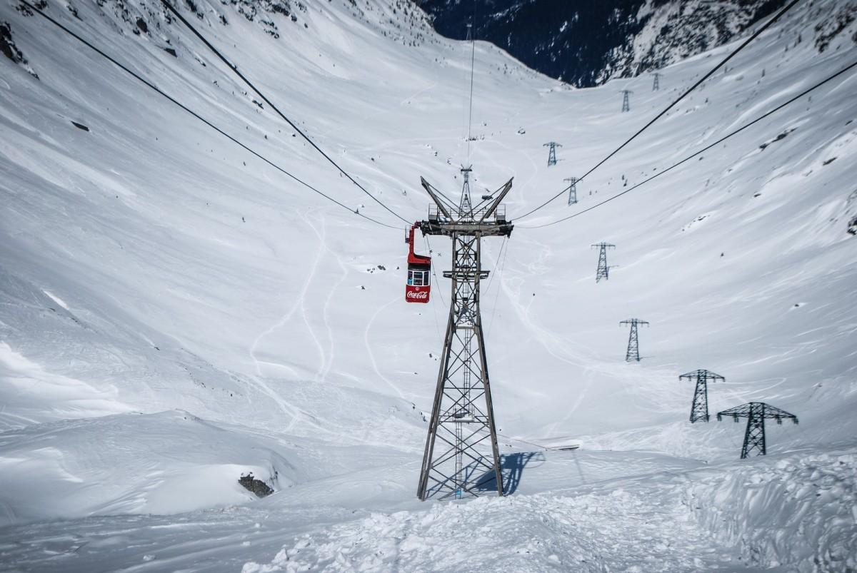 Turiștii nu mai pot urca la Bâlea Lac din cauza vântului puternic