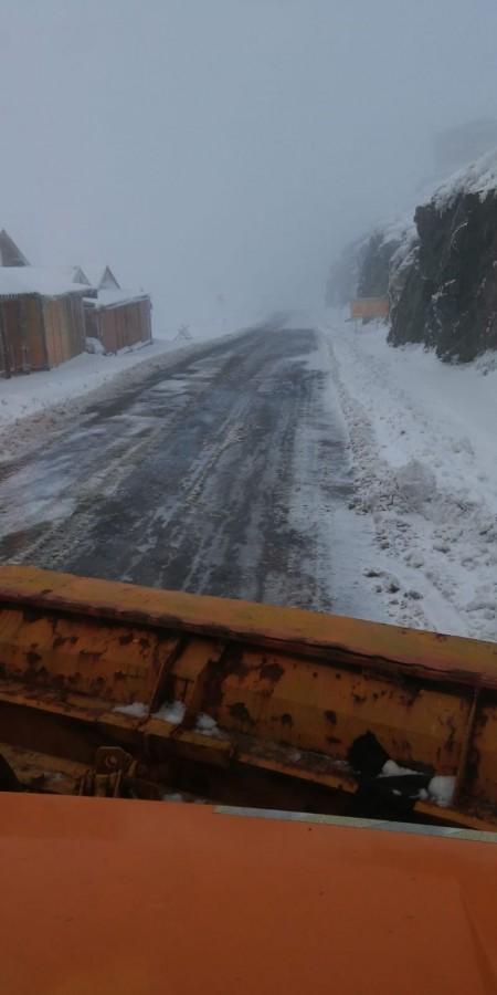 Deszăpezire pe Transfăgărășan. Drumul este închis noaptea, între orele 21-7