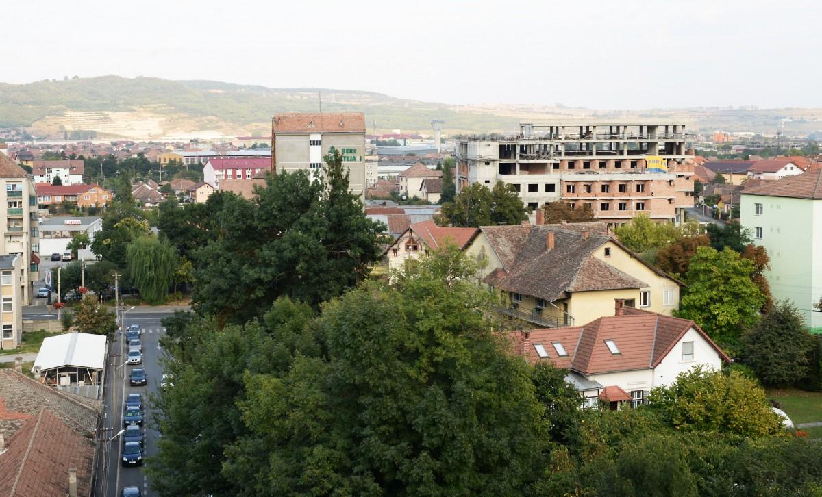 Schimbarea la față a Sibiului. Hotelul neterminat al Bere Trei Stejari, transformat în clădire de birouri. Plus un parking supraetajat