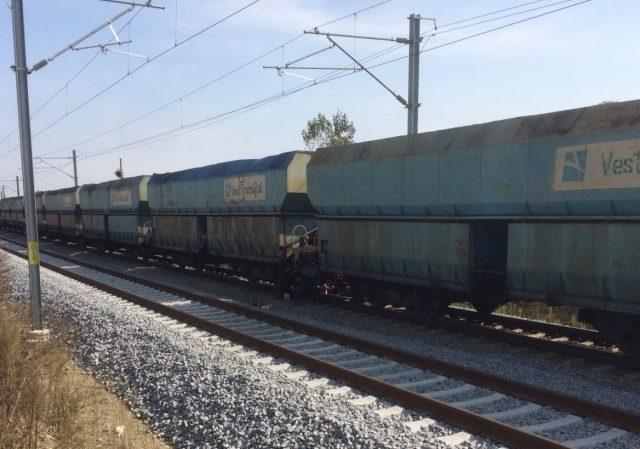 Femeia lovită de tren aseară s-ar fi sinucis