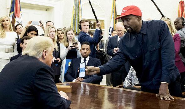VIDEO Kanye West a dezvăluit întâmplător parola de la iPhone-ul său. O veți ghici din prima