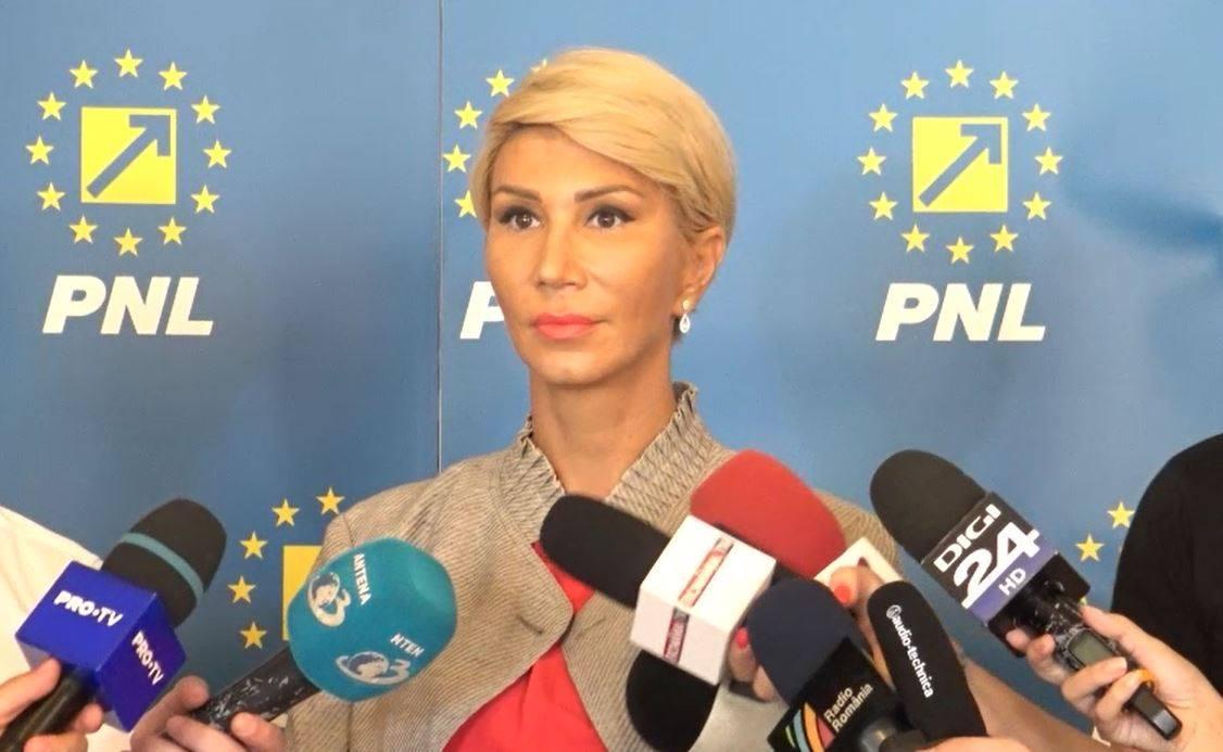 Opoziția se unește. Raluca Turcan, propusă de PNL, USR și PMP pentru șefia Camerei Deputaților