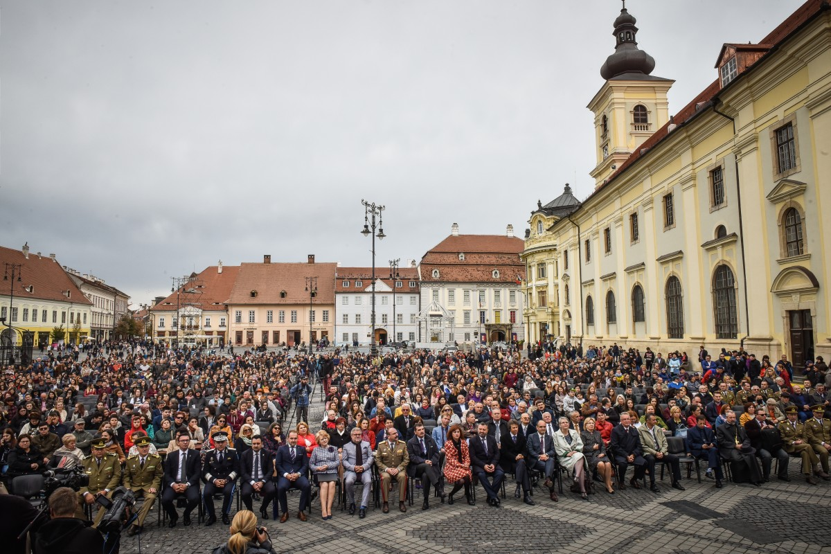 """FOTO Deschiderea anului universitar la Sibiu. """"Orașul devine mai tânăr, mai dinamic și are de câștigat"""""""