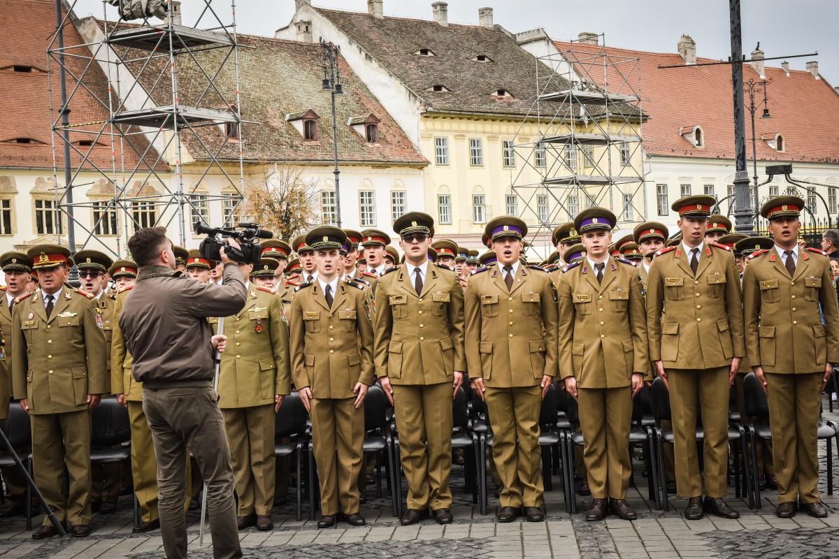 VIDEO | 300 de cadeți ai AFT vor defila în costume militare de epocă prin centrul istoric al Sibiului