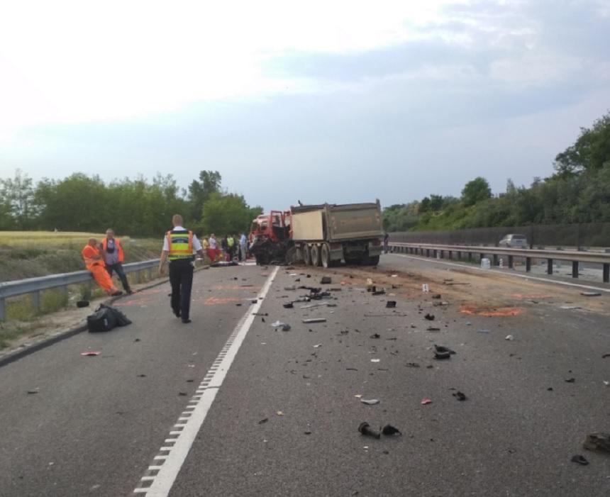 Șapte români au murit într-un grav accident în Ungaria