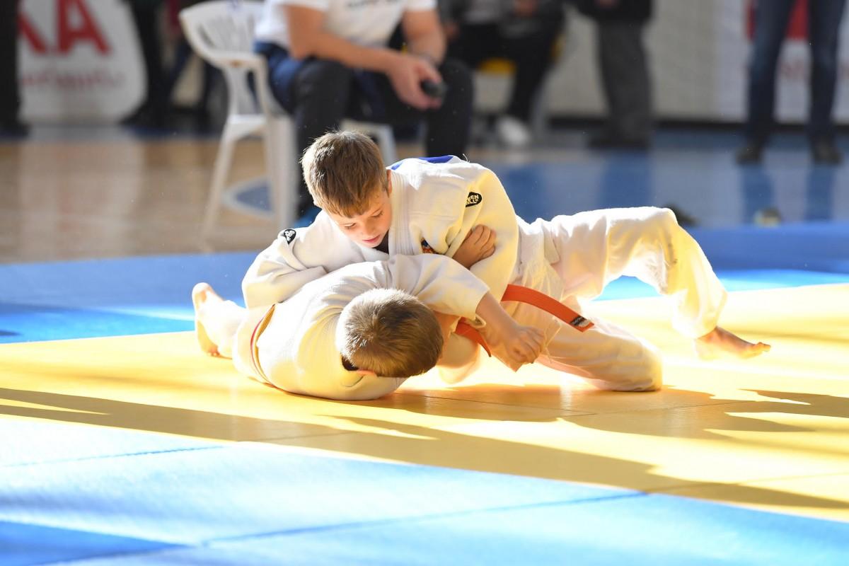 500 de judoka din toată țara se întrec pe tatami la Cupa de Judo Miado's