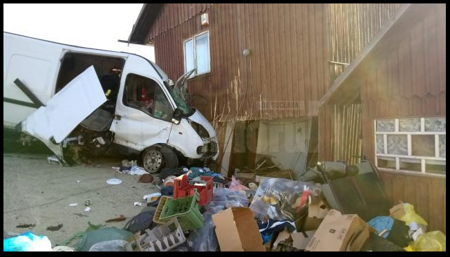 Un sibian epuizat la volan și-a găsit sfârșitul în Suceava. A intrat cu mașina în peretele unei case