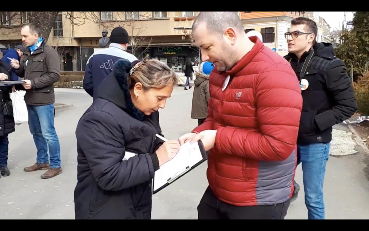 Alianța USR-PLUS strânge semnături la Sibiu pentru europarlamentare: 2.500 într-o săptămână
